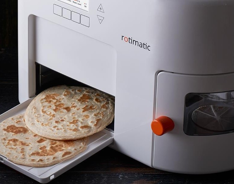 rotimatic-roti-maker-with-rotis.jpg